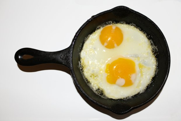 fried-eggs-sunny-side-up-in-cast-iron-skillet